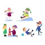 Julungar som spelar vinterlekar Arkivbilder
