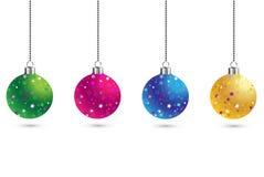 Juluppsättning av bollgarneringbakgrund med stjärnor Traditionell struntsak för lyckligt nytt år Specificerade 3d framför Ljus sk Royaltyfri Fotografi