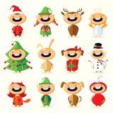Juluppsättning av gulliga tecknad filmbarn i färgrika dräkter Arkivbilder