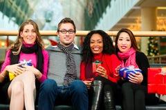 julvängallerien presenterar shopping Fotografering för Bildbyråer