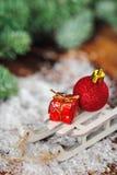 Julvykort med julleksaker och gåvor Fotografering för Bildbyråer