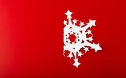 Julvykort med riktiga pappers- snöflingor Royaltyfria Bilder