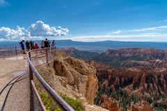 BRYCE, UTAH: Tourists and hikers enjoy the overlook scene at Bryce Canyon National Park stock photo