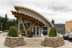 2016-July-01: Centro de oro del visitante situado en la Columbia Británica de oro Canadá en un día de verano cubierto fotos de archivo