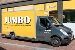 Free Jumbo Delivery Van At Branch Royalty Free Stock Photos - 100889268