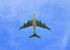 Jumbo Jet aeroplane directly in the sky above Royalty Free Stock Photos