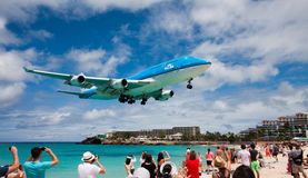 Jumbo Jet on final approach Royalty Free Stock Images