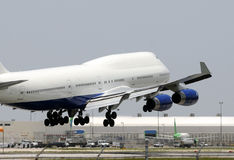 Jumbo jet landing Stock Photography