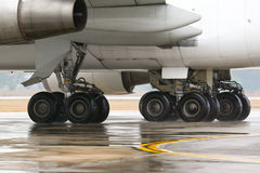 Jumbo jet main landing gears Royalty Free Stock Photos