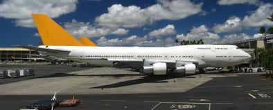 Jumbo-Jets an Flugsteigen 20080826 Stockfotos