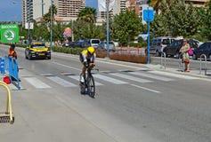 Jumbo Rider Followed By Team Car de la loteria Fotografía de archivo