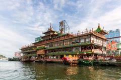 Jumbo som svävar restaurangjumbokungariket i Hong Kong Fotografering för Bildbyråer