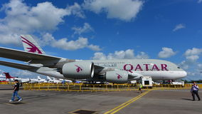 Jumbo super de Catar Airbus A380 na exposição em Singapura Airshow Fotografia de Stock