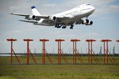 Jumbo vliegtuig en luchthaven Stock Fotografie