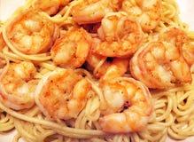 Jumboräka och pasta royaltyfria bilder