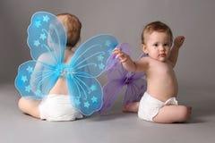 Jumeaux avec des ailes de guindineau Photographie stock libre de droits