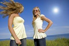 Jumeaux en été Image stock