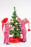 Jumeaux et un arbre de Noël Photo stock