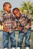 Jumeaux heureux image libre de droits