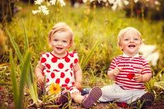 Jumeaux heureux garçon et fille Photos libres de droits