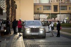 步行,迪拜Jumeira海滩住所(JBR)大厦 免版税库存照片