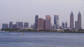 Jumeirah区沿海摩天大楼在迪拜在晚上库存英尺长度录影 影视素材