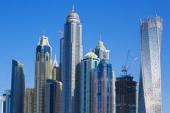 jumeirah海滩的摩天大楼在迪拜 免版税库存图片