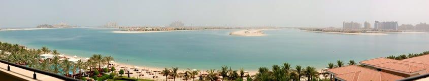 掌上型计算机Jumeirah人造海岛的全景 免版税库存图片