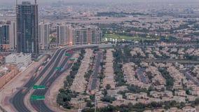 Jumeirah sjön står högt flyg- dag för bostads- område till natttimelapse nära den Dubai marina stock video