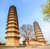 Jumelle le vieux point de repère de pagodas-Le de la ville de Taï-Yuan Photo libre de droits