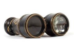 Jumelles antiques de vintage sur un fond blanc Photographie stock libre de droits
