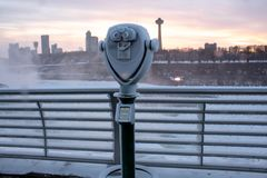 Jumelles congel?es au parc d'?tat de chutes du Niagara New York image libre de droits