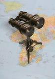 Jumelles sur la carte Images libres de droits