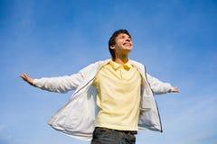 Jumpin feliz do homem novo Imagens de Stock