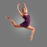 Jumpin femminile del danzatore Fotografia Stock Libera da Diritti