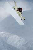 Jumping freestyle snowboarder Royalty Free Stock Photos