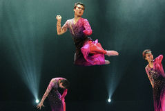 Jumping modern dancers Royalty Free Stock Photos