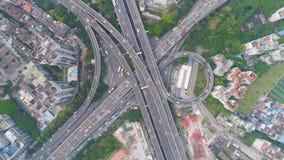 Junção complexa da estrada em Guangzhou no dia, China Vista invertido vertical a?rea vídeos de arquivo