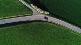 Junção de estrada, interseção - zona agícola, vista aérea video estoque