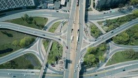 Junção de estrada urbana grande vídeos de arquivo