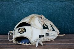 Jun Hoy parka baseballa rękawiczka zdjęcie stock