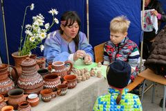 June, 2017, Odoev Russia: Folk Festival `Grandfather Filimon`s Tales` - master class on modeling clay toys Stock Photography