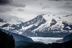 Сцены горной цепи в июне вокруг juneau Аляски стоковые изображения