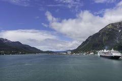 Juneau und Douglas von den Docks stockfotografie