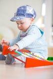 Junge 7 Monate alte Stockbild