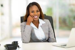 Junge afrikanische Geschäftsfrau stockbilder