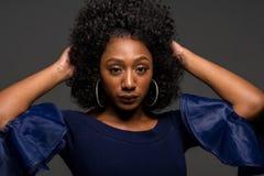 Junge Afroamerikanerfrau lizenzfreie stockfotos