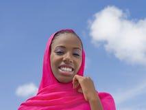 Junge Afroschönheit unter der Sonne, achtzehn Jahre alt Lizenzfreie Stockfotos