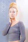 Junge amerikanische blonde Frau mit blauen Augen Stockfotografie