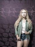 Junge amerikanische blonde weibliche Mode Lizenzfreies Stockbild